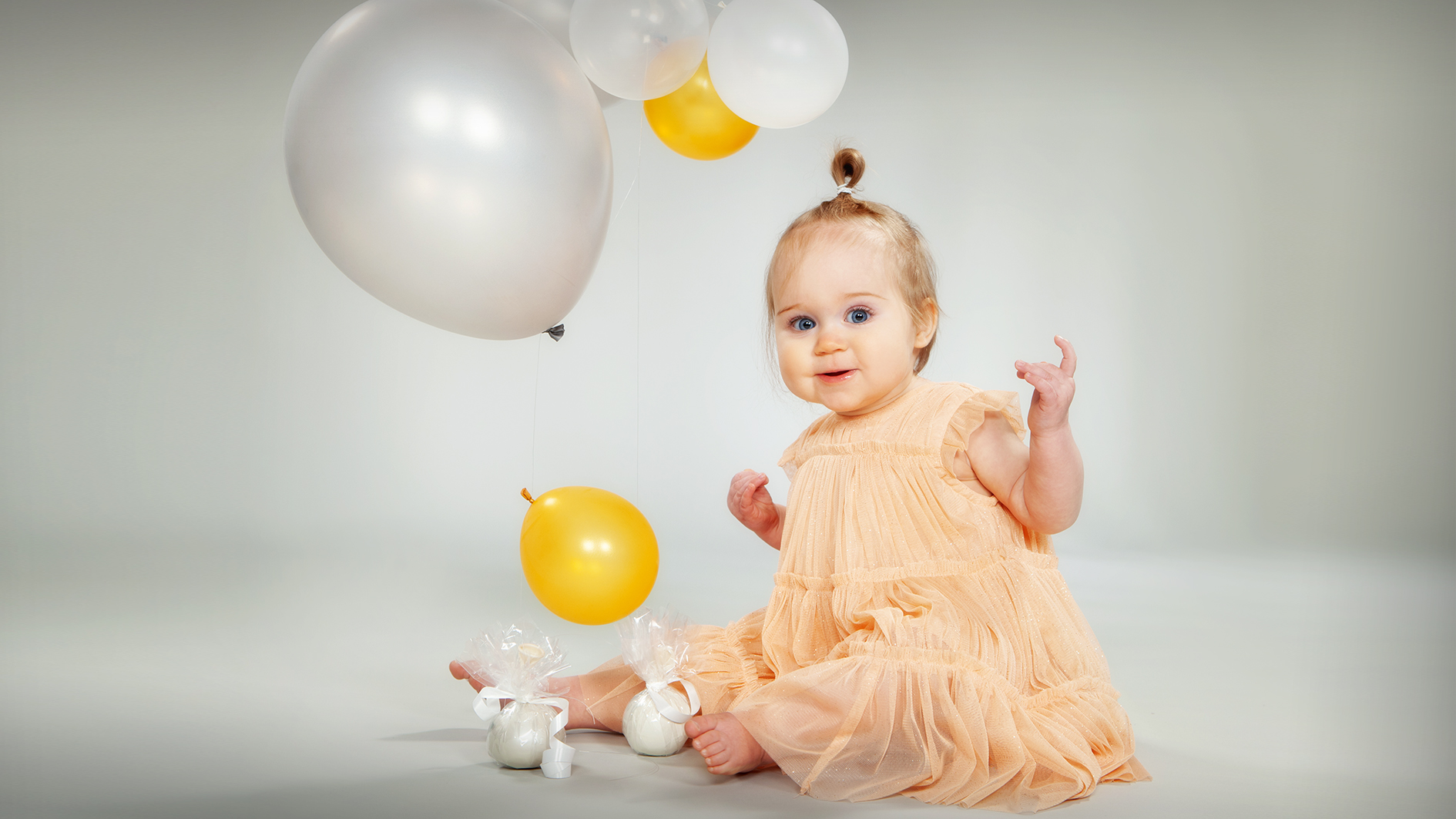 Lapsikuvat ilmapalloilla studiolla - Studio Liikkuva -Valokuvaaja Turku