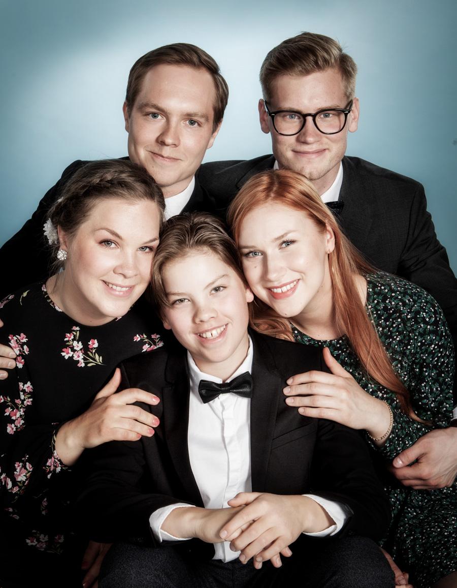 Perhe- ja ryhmäkuvaus - Valokuvausta Turussa - Studio Liikkuva